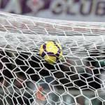 Serie A: Milan-Sampdoria 3-0, Parma-Inter 2-0. La Milano rossonera festeggia, quella nerazzurra saluta lo scudetto.