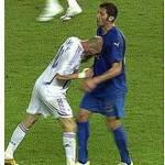 Espulso un giocatore per una testata 'alla Zidane' contro… l'arbitro!