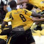 Calcio e curiosità: scaldamuscoli o slip sotto i pantaloncini? No, tanga! – Foto