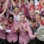 Van Gaal show: esulta per la Bundesliga e… – Video