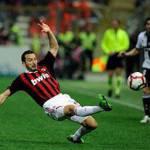 Milan, tegola infortunio Zambrotta: il difensore dovrà operarsi